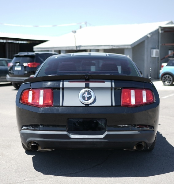 Ford Mustang 2011 price $9,400 Cash