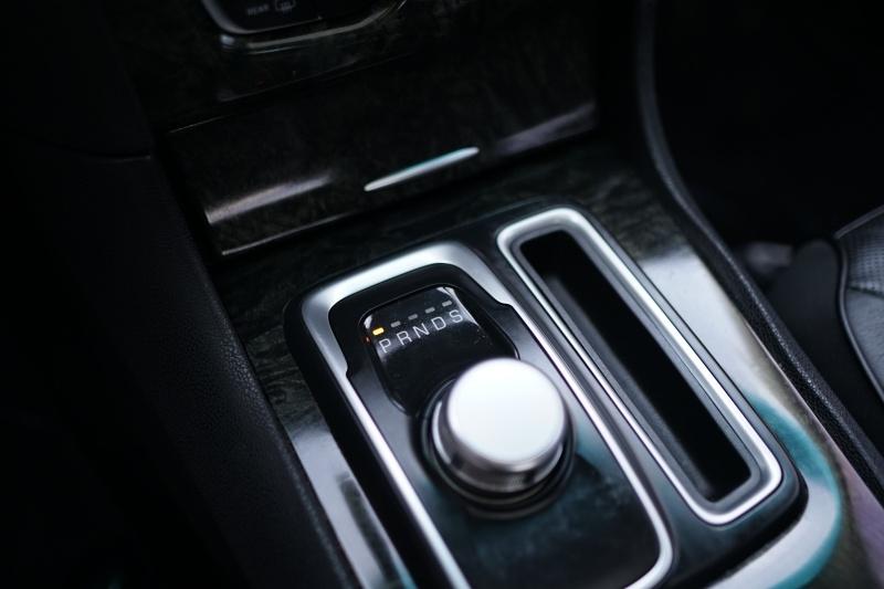 Chrysler 300C 2015 price $17,900 Cash