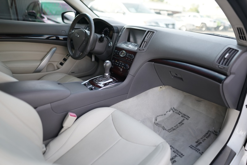 Infiniti G37 Convertible 2011 price $13,900 Cash