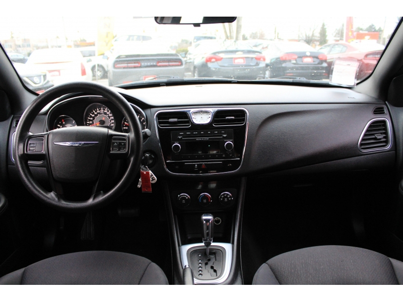 Chrysler 200 2013 price $8,889