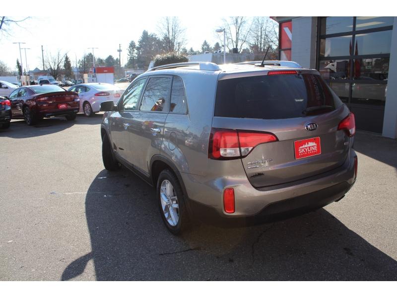Kia Sorento 2015 price $13,889