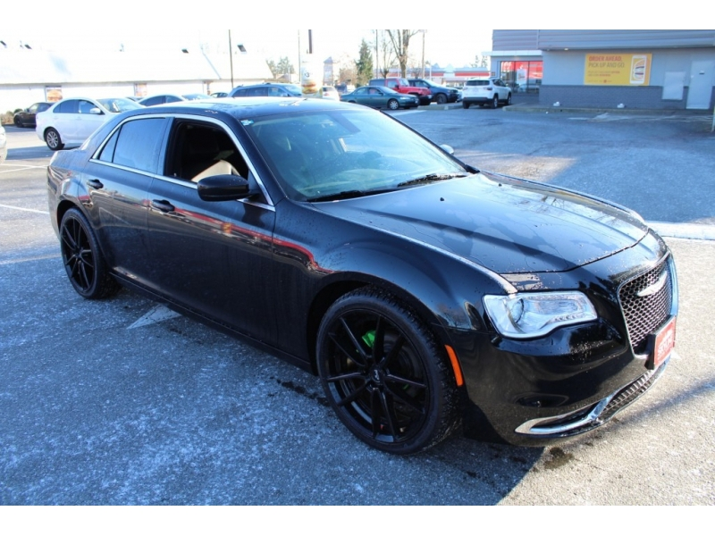 Chrysler 300 2017 price $19,889