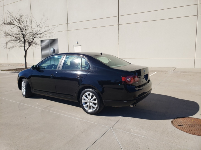 Volkswagen Jetta Sedan 2010 price $4,900