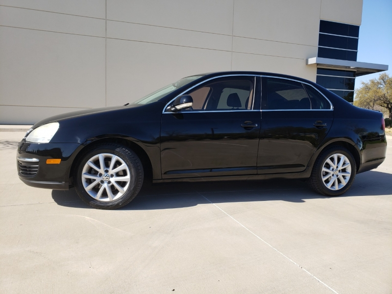 Volkswagen Jetta Sedan 2010 price $7,400
