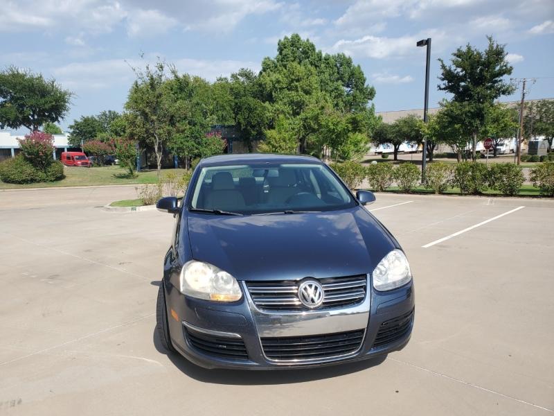 Volkswagen Jetta Sedan 2010 price $6,400
