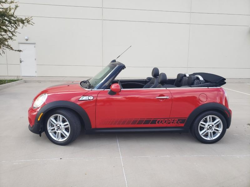 Mini Cooper Convertible 2013 price $10,900