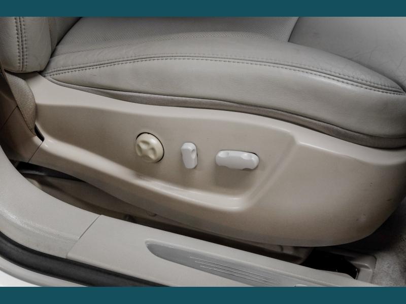 Cadillac DTS 2006 price $10,499