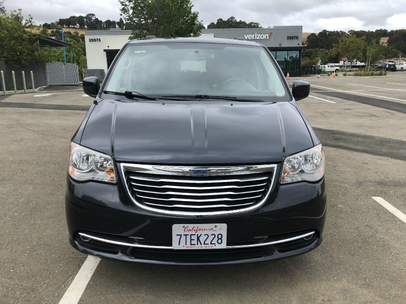 Chrysler Town & Country 2013 price $8,995