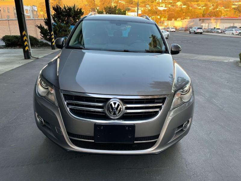 Volkswagen Tiguan 2010 price $7,700