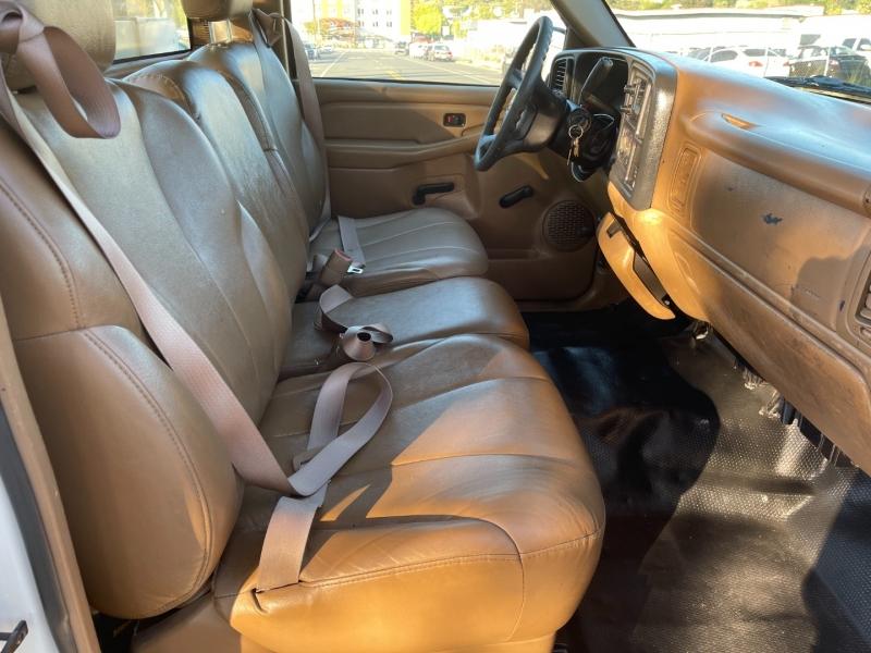 Chevrolet Silverado 2500 2000 price $7,800