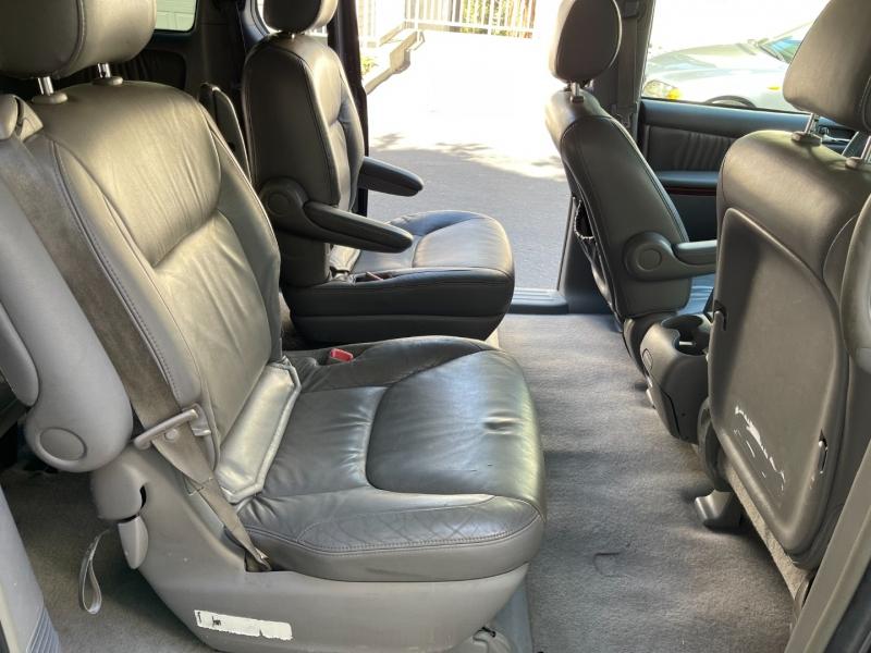 Toyota Sienna 2004 price $7,495