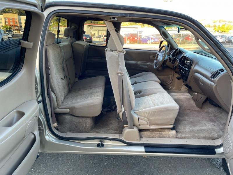 Toyota Tundra 2004 price $10,995 Cash