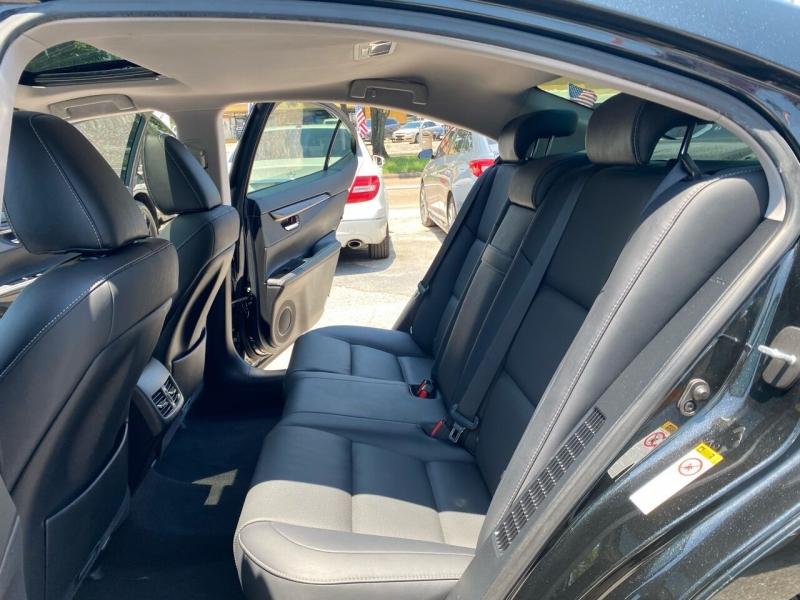 Lexus ES 300h 2016 price $18,995