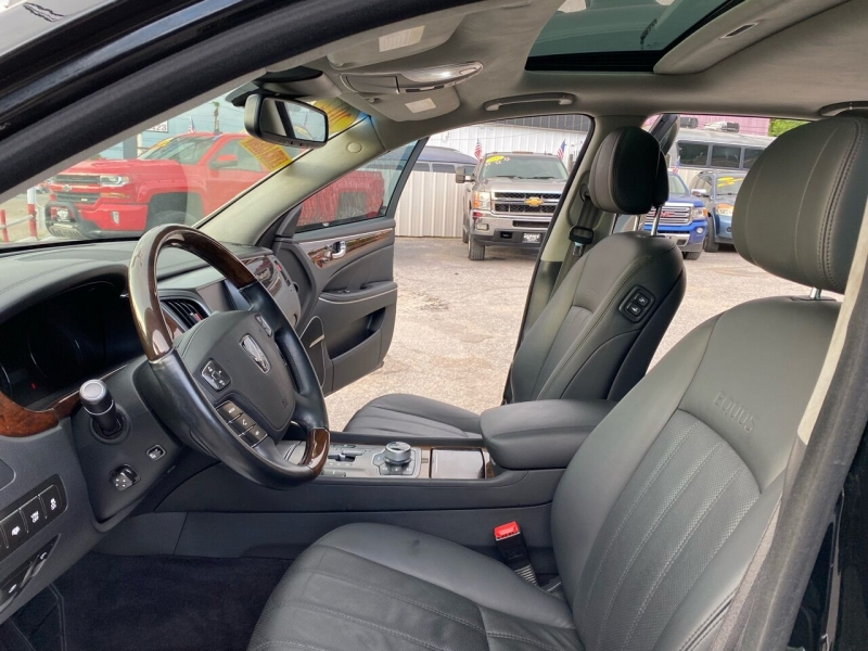 Hyundai Equus 2012 price $17,995