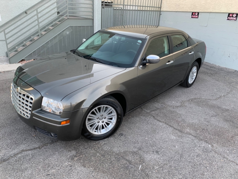 Chrysler 300 2010 price $6,499