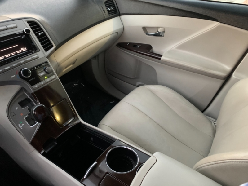 Toyota Venza 2010 price $8,500