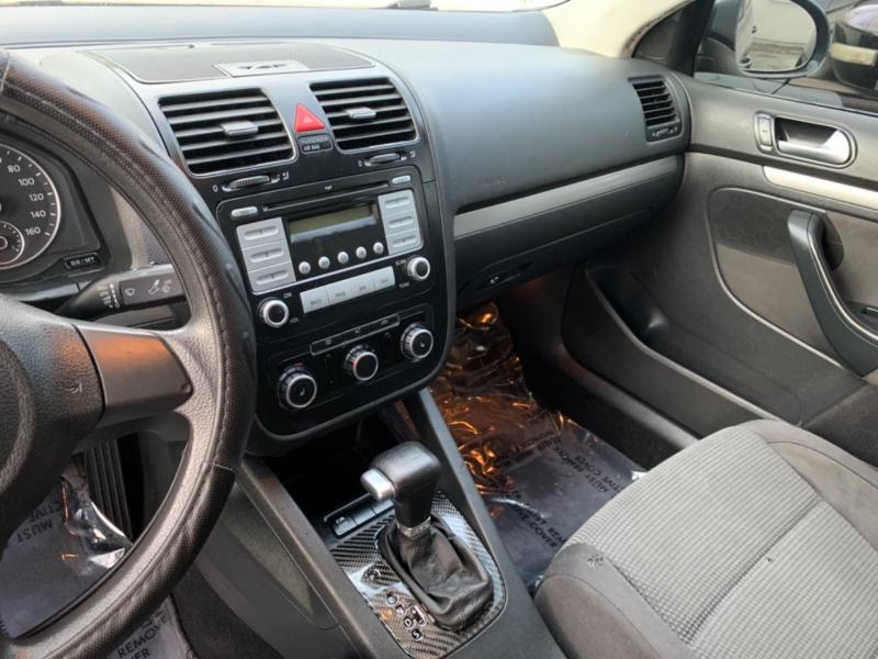 Volkswagen Jetta Sedan 2010 price $5,500