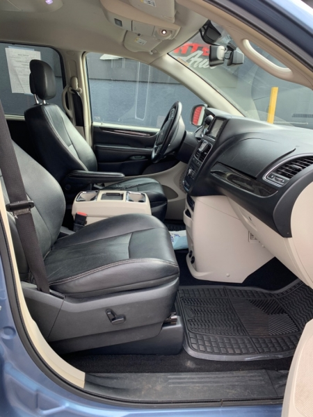 Chrysler Town & Country 2011 price $9,000
