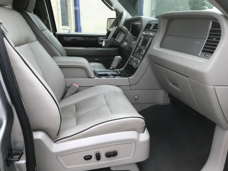Lincoln Navigator 2009 price $8,500