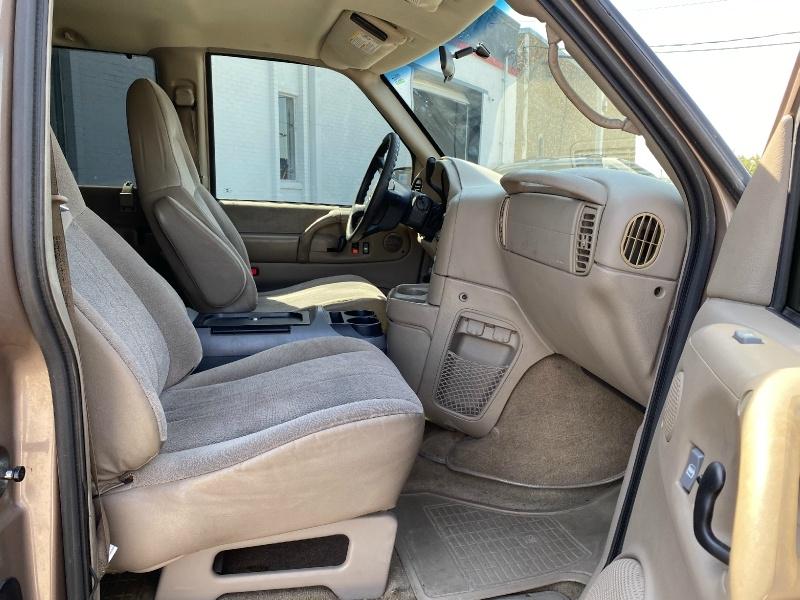 GMC Safari Passenger 2004 price $4,500