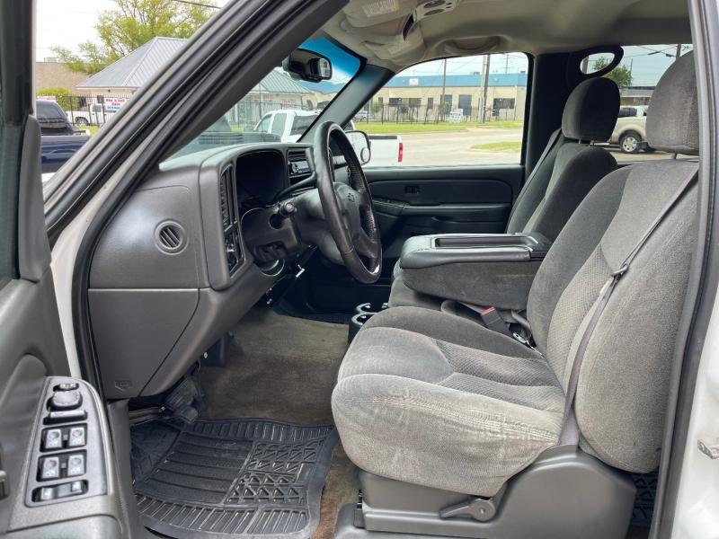 Chevrolet Silverado 2500 Crew Cab 2004 price $10,990