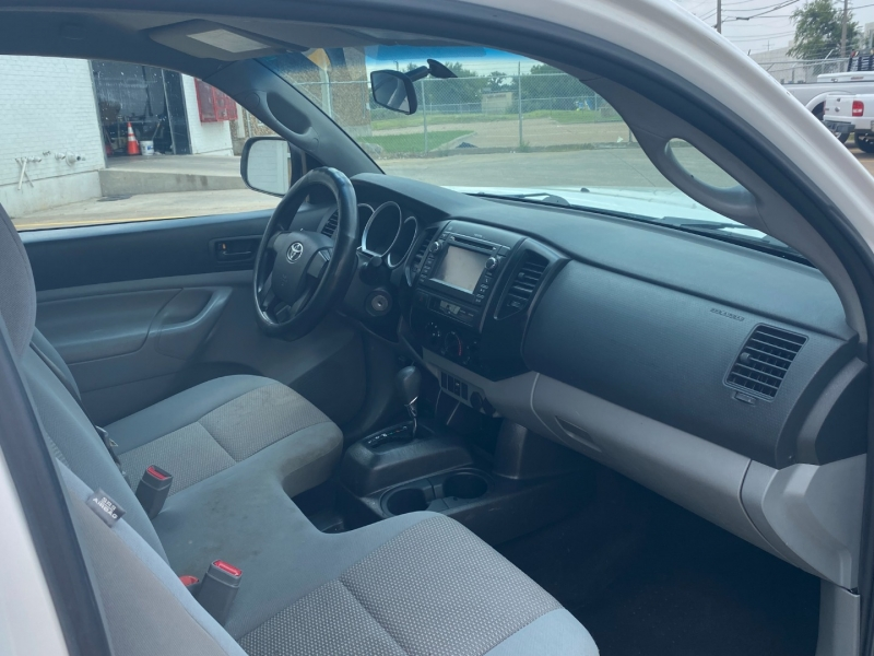 Toyota Tacoma 2013 price $8,990