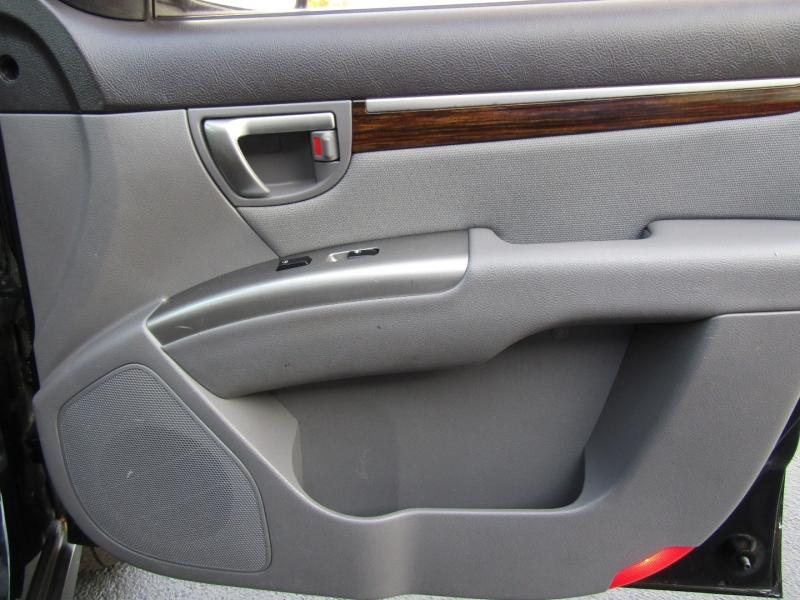 Hyundai Santa Fe 2010 price $6,444