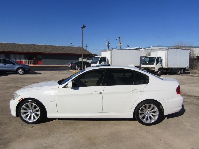 BMW 3-Series 2011 price $7,944