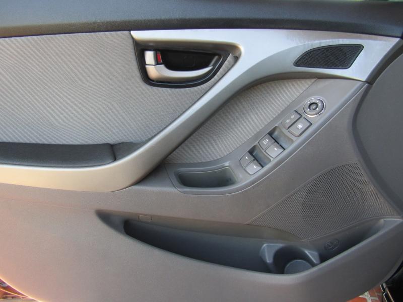 Hyundai Elantra 2012 price $7,850
