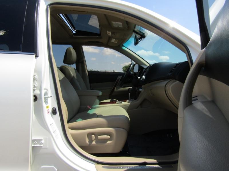 Toyota Highlander 2011 price $16,450