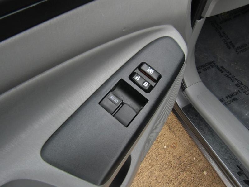 Toyota Tacoma 2012 price $15,850