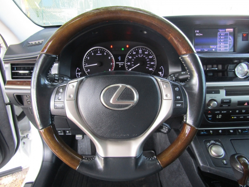 Lexus ES 350 2013 price $17,850