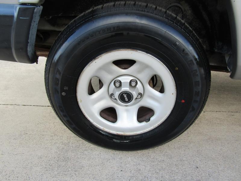 Jeep Cherokee 2001 price $8,944