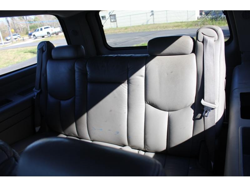 GMC Yukon XL 2005 price $3,995