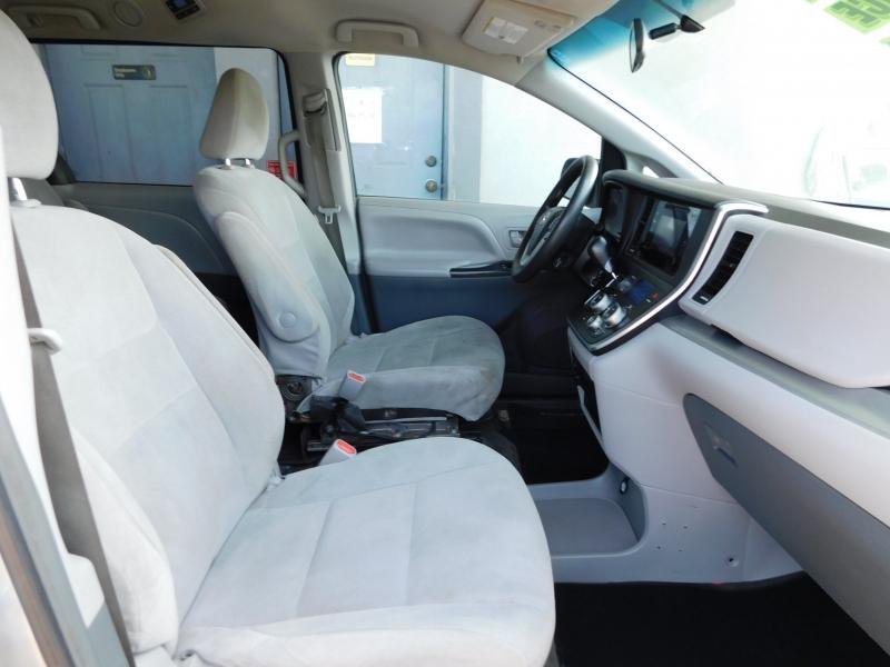 Toyota Sienna 2016 price $10,995