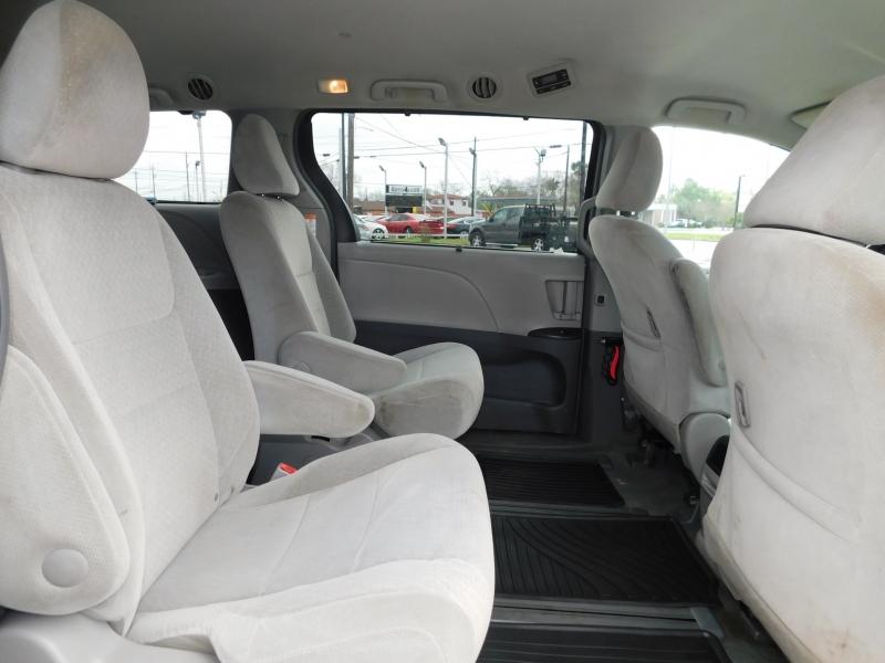 Toyota Sienna 2016 price $14,995