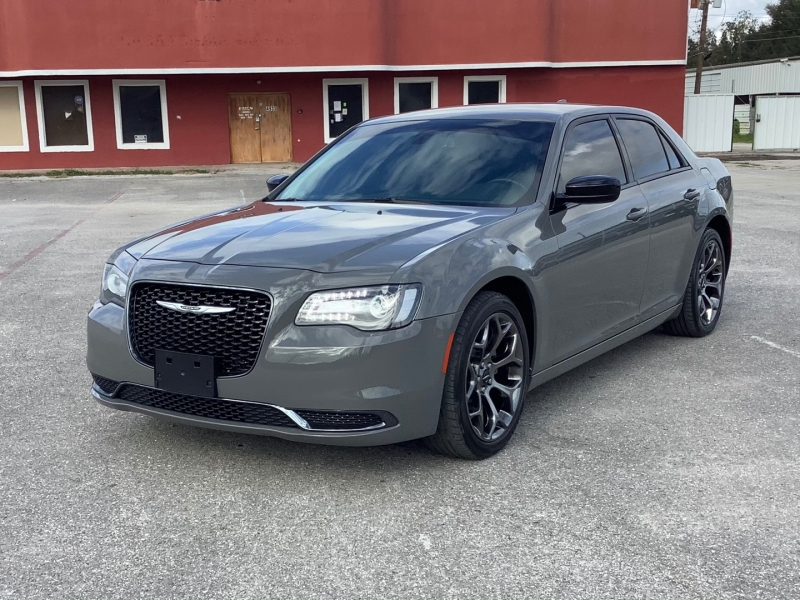 Chrysler 300 2018 price $18,995