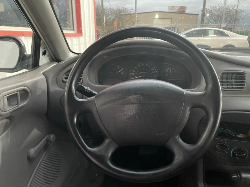 Ford Escort 2001 price $2,995