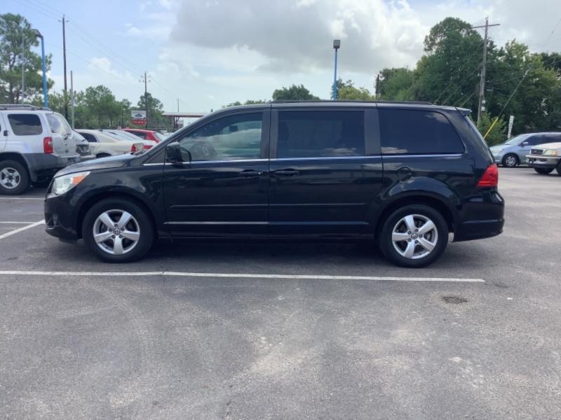 Volkswagen Routan 2011 price $7,995