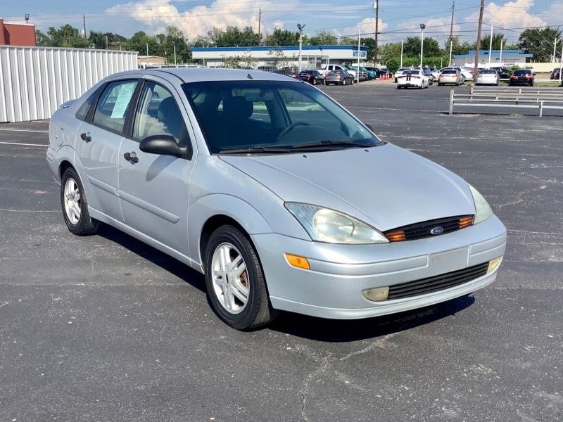 Ford Focus 2000 price $2,495