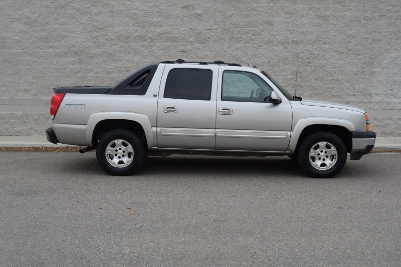 Chevrolet Avalanche 2005 price $4,999