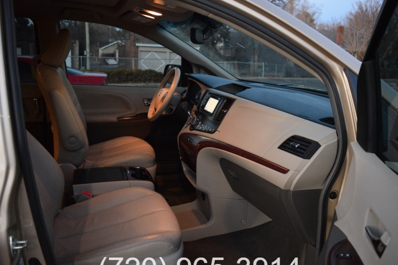 Toyota Sienna 2013 price $11,900