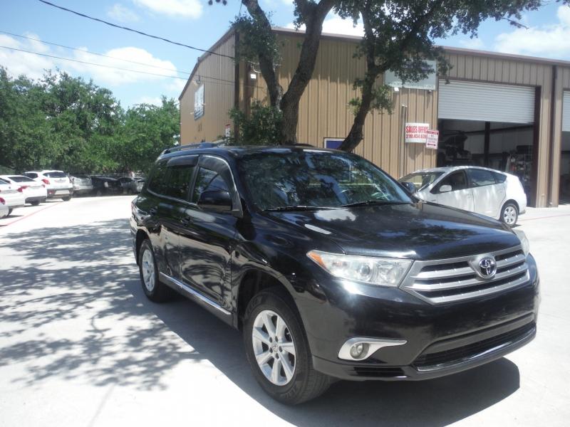 Toyota Highlander 2011 price $9,900