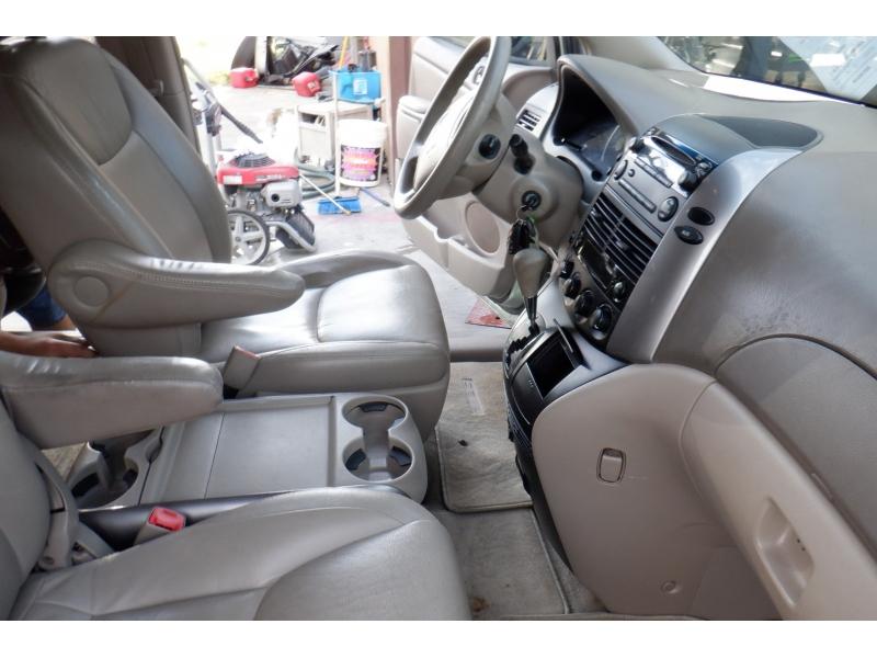 Toyota Sienna 2007 price $4,400