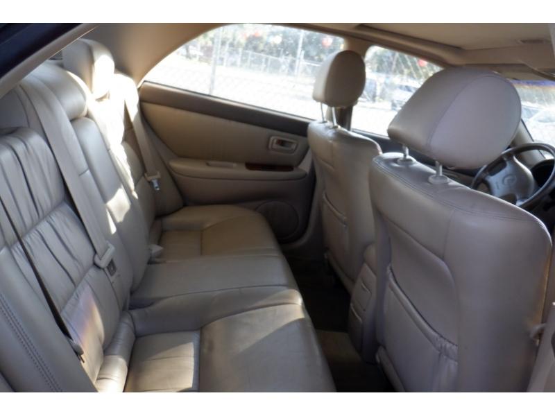 Lexus ES 300 2000 price $2,600
