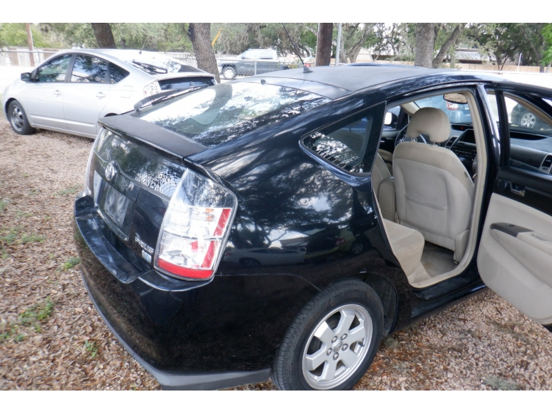 Toyota Prius 2005 price $2,500