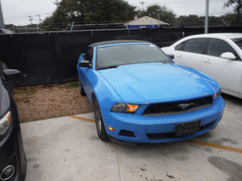 Ford Mustang 2010 price $7,900