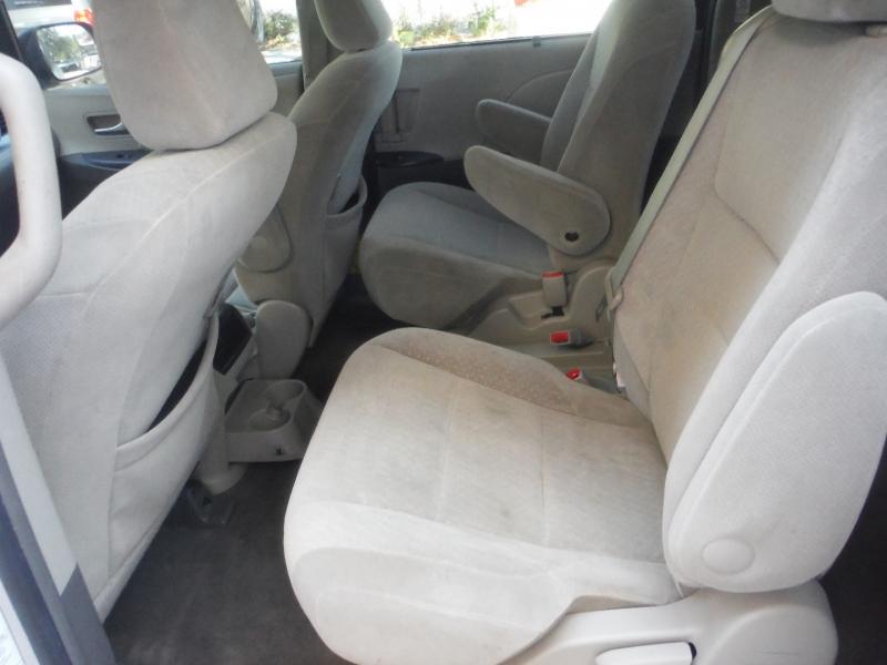 Toyota Sienna 2015 price $10,500