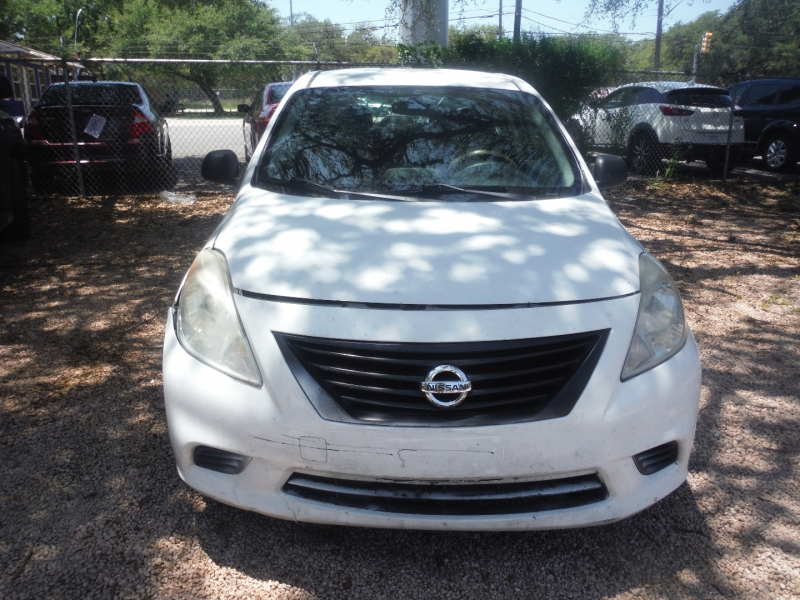 Nissan Versa 2014 price $4,900