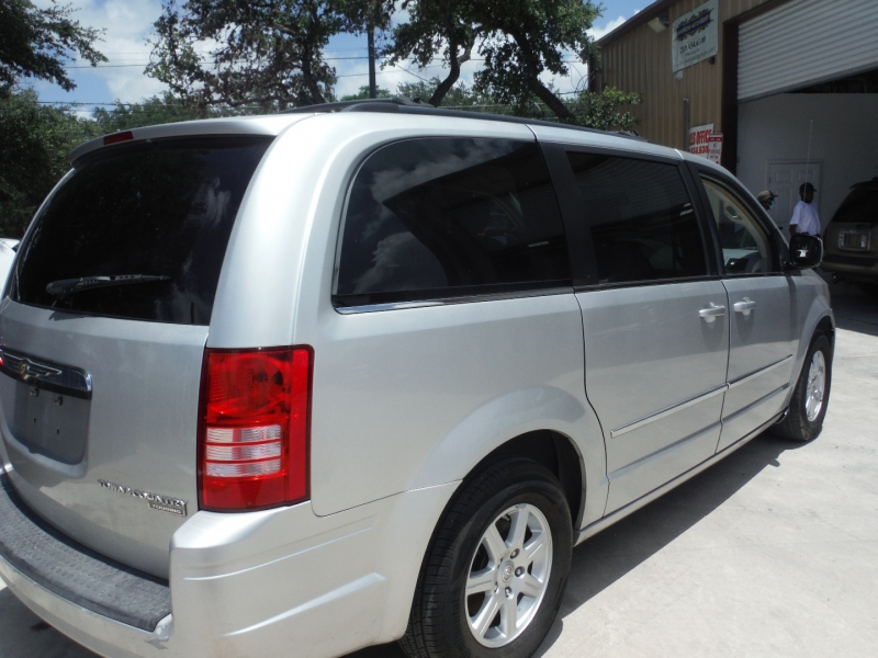 Chrysler Town & Country 2010 price $5,500